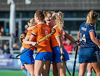 AMSTELVEEN - Laurien Boot (Bldaal) scoort,     tijdens de hoofdklasse hockeywedstrijd dames,  Pinoke-Bloemendaal (3-2) . vreugde bij Bloemendaal.   COPYRIGHT KOEN SUYK