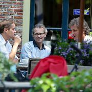NLD/Laren/20080606 - Max Westerman en Jeroen Pauw hebben een uitgebreide lunch op een terras in Laren NH