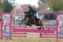 Van Der Haegen Jinse (BEL) - Limoges Ter Dolen<br /> SBB Competitie Jonge Pony's<br /> Nationale Wedstrijd Zonnebeke 2013<br /> © Dirk Caremans