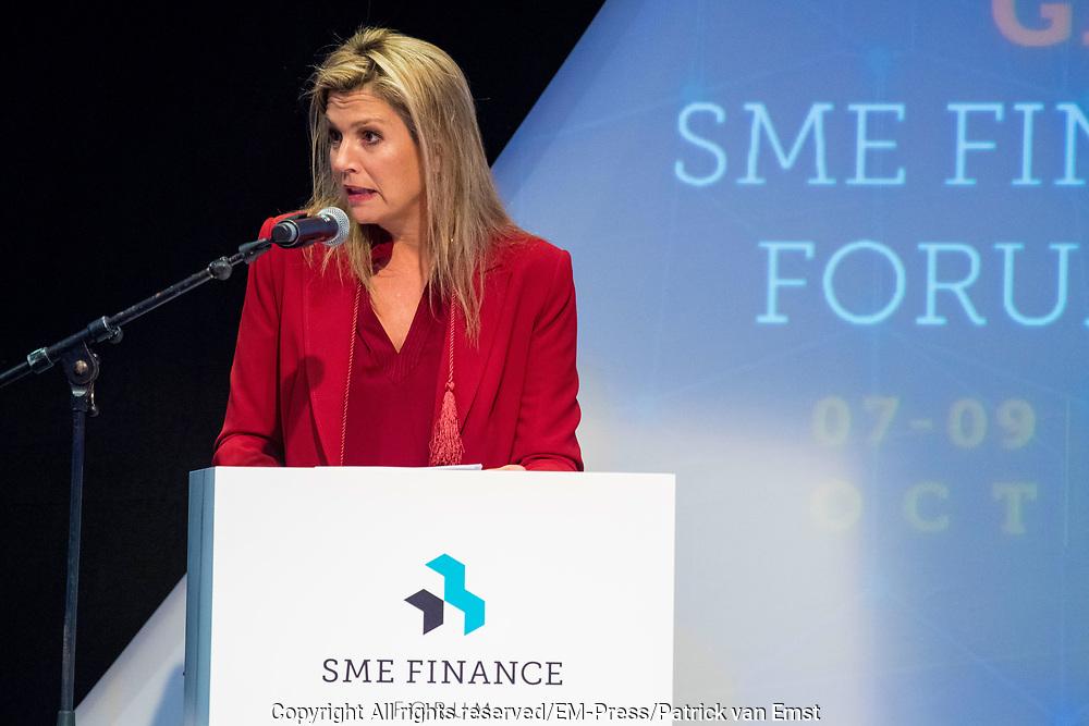Koningin Maxima houdt de openingstoespraak bij het vijfde Global SME Finance Forum. Het forum richt zich op wereldwijde ontwikkeling van het midden- en kleinbedrijf (MKB).<br /> <br /> Queen Maxima gives the opening speech at the fifth Global SME Finance Forum. The forum focuses on global development of small and medium-sized enterprises (SMEs).