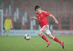 WREXHAM, WALES - Thursday, November 10, 2016: Wales' Benjamin Woodburn in action against Greece during the UEFA European Under-19 Championship Qualifying Round Group 6 match at the Racecourse Ground. (Pic by Gavin Trafford/Propaganda)