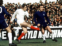 Terry Cooper (Leeds) and Ron Harris (Chelsea). Chelsea v Leeds United, 27/3/71. Credit: Colorsport.