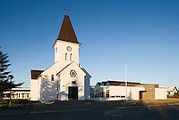 Congregation Hall at Keflavík Church. New building connected to the old church. Won D.V. Cultural Award 2000. Size: 1000 m2. Constructed: 1996 to 2000. Safnaðarheimilivið Keflavíkurkirkju. Nýbygging sem tengist gömlu kirkjunni, Menningarverðlaun D.V. 2000 Stærð: 1000m2. Byggingarár: 1996 til 2000..Safnaðarheimilið, Kirkjulundur var blessað 1. júní árið 2000 og ný kapella, Kapella vonarinnar var vígð af sr. Karli Sigurbjörnssyni, biskupi Íslands. Akitektar safnaðarheimilisins eru Elín Kjartansdóttir, Haraldur Örn Jónsson og Helga Benediktsdóttir. (Verkstæði 3) Byggingin fékk menningarverðlaun Dagblaðsins (DV) árið 2001.