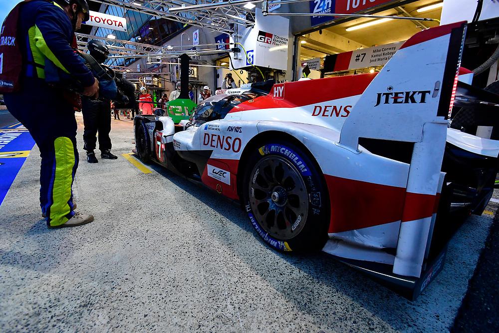 #7 Toyota Gazoo Racing Toyota TS050: Mike Conway, Kamui Kobayashi, Jose Maria Lopez, pit stop<br /> Sunday 17 June 2018<br /> 24 Hours of Le Mans<br /> 2018 24 Hours of Le Mans<br /> Circuit de la Sarthe  FR<br /> World Copyright: Scott R LePage