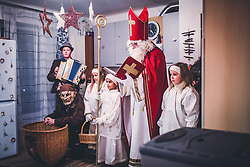 THEMENBILD - Nikolaus mit Engel, während eines traditionellen Hausbesuchs der Nikoaus und Krampusgruppe Frieden, aufgenommen am 04. Dezember 2018 in Lienz, Österreich // Home visit from Krampus and Saint Nicholas. Krampus a mythical creature that, according to legend, accompanies Saint Nicholas during the festive season. Instead of giving gifts to good children, he punishes the bad ones, Lienz, Austria on 2018/12/04. EXPA Pictures © 2018, PhotoCredit: EXPA/ JFK