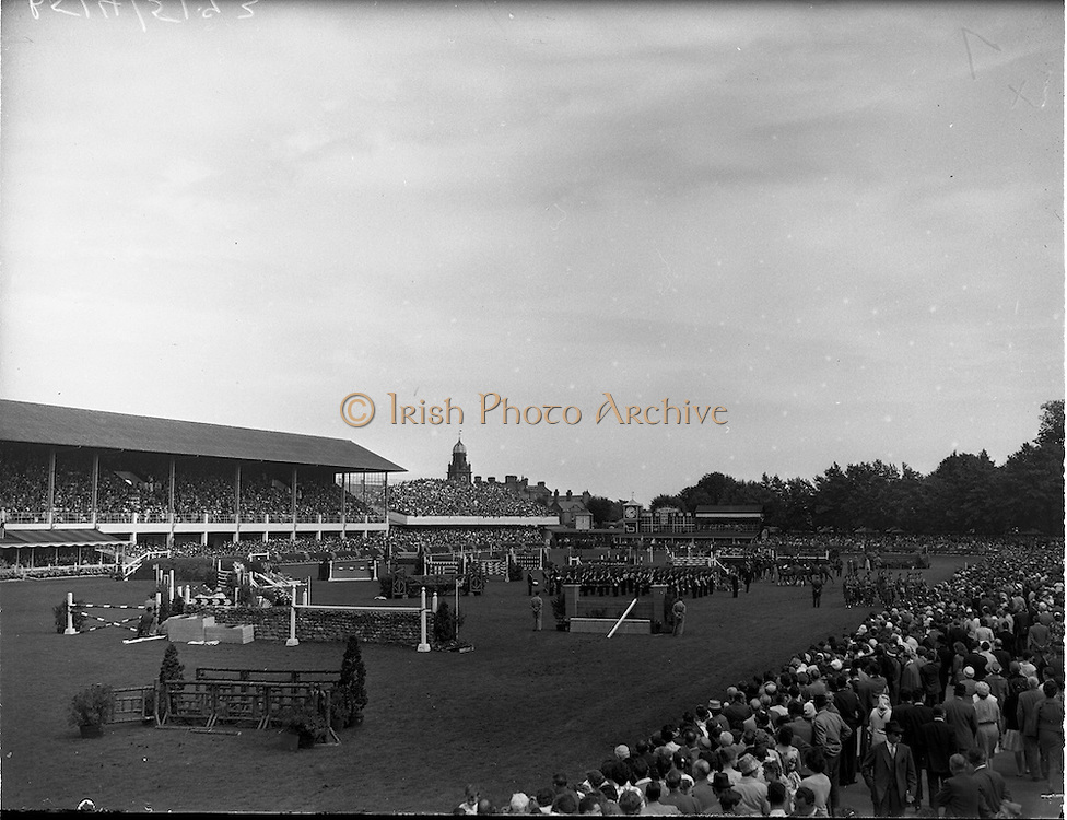05/08/1960<br /> 05/08/1960<br /> 05 August 1960<br /> R.D.S Horse Show Dublin (Friday). Aga Khan Trophy. A general view of the Parade of Nations, before the Aga Khan Jumping Competition at the R.D.S, Horse Show, Ballsbridge, Dublin. Led by the eventual