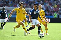 Corentin TOLISSO (FRA) ,Aktion,Zweikampf gegen Robbie KRUSE (AUS). hi.re:Aaron MOOY (AUS). Frankreich (FRA)-Australien (AUS) 2-1, Vorrunde, Gruppe C, Spiel 5, am 16.06.2018 in Kasan,Kasan Arena. Fussball Weltmeisterschaft 2018 in Russland vom 14.06. - 15.07.2018. *** Corentin TOLISSO FRA action duel against Robbie KRUSE AUS hi re Aaron MOOY FROM FRANCE FRA Australia AUS 2 1 Preliminary Group C match 5 on 16 06 2018 in Kazan Kazan Arena Football World Cup 2018 in Russia from 14 06 15 07 2018
