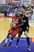 DESCRIZIONE: Casale Monferrato Campionato LNP ADECCO GOLD 2013/2014 Novipiu Casale Monferrato-Aquila Basket Trento<br /> GIOCATORE: Kevin Dillard<br /> CATEGORIA: palleggio penetrazione <br /> SQUADRA: Novipiu Casale Monferrato<br /> EVENTO: Campionato LNP ADECCO GOLD 2013/2014<br /> GARA: Novipiu Casale Monferrato-Aquila Basket Trento<br /> DATA: 22/12/2013<br /> SPORT: Pallacanestro <br /> AUTORE: Junior Casale/Gianluca Gentile<br /> Galleria: LNP GOLD 2013/2014<br /> Fotonotizia: Casale Monferrato Campionato LNP ADECCO GOLD 2013/2014 Novipiu Casale Monferrato-Aquila Basket Trento<br /> Predefinita: