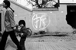 """Sign on wall saying """"Demolish"""" on a Beijing hutong"""