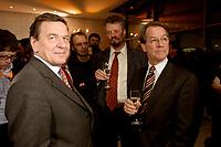 13 JAN 2003, BERLIN/GERMANY:<br /> Gerhard Schroeder (L), SPD Bundeskanzler, Gernot Erler (M), Stellv. Fraktionsvors., und Franz Muentefering (R), SPD Fraktionsvorsitzender, im Gespraech, Neujahrsempfang der SPD Bundestagsfraktion, Fraktionsebene, Deutscher Bundestag<br /> IMAGE: 20030113-02-029<br /> KEYWORDS: Gespräch, Franz Müntefering, Gerhard Schröder