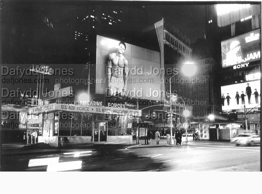 Marky Mark at Army Recruiting centre, Time Square, Sunday 31st Jan. 1993 New York© Copyright Photograph by Dafydd Jones 66 Stockwell Park Rd. London SW9 0DA Tel 020 7733 0108 www.dafjones.com