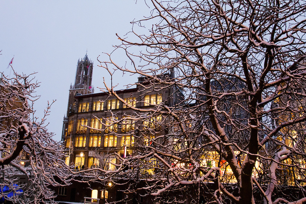 De Dom en de bibliotheek van Utrecht in de sneeuw.<br /> <br /> The Dom and the library of Utrecht, seen in the snow