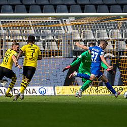 Andrej Kramaric (TSG 1899 Hoffenheim, #27) vor dem Dortmunder Tor; 1. Fussball-Bundesliga; Borussia Dortmund - TSG Hoffenheim am 27.06.2020 im Signal-Iduna-Park in Dormund (Nordrhein-Westfalen). <br /> <br /> FOTO: BEAUTIFUL SPORTS/WUNDERL/POOL/PIX-Sportfotos<br /> <br /> DFL REGULATIONS PROHIBIT ANY USE OF PHOTOGRAPHS AS IMAGE SEQUENCES AND/OR QUASI-VIDEO. <br /> <br /> EDITORIAL USE OLNY.<br /> National and<br /> international NewsAgencies OUT.<br /> <br /> <br /> <br /> Foto © PIX-Sportfotos *** Foto ist honorarpflichtig! *** Auf Anfrage in hoeherer Qualitaet/Aufloesung. Belegexemplar erbeten. Veroeffentlichung ausschliesslich fuer journalistisch-publizistische Zwecke. For editorial use only. DFL regulations prohibit any use of photographs as image sequences and/or quasi-video.
