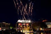 Bevrijdingsconcert - 5 mei-concert op de Amstel, Amsterdam. // Liberation Concert - 5 May concert on the Amstel<br /> <br /> Op de foto:  vuurwerk op de amstel
