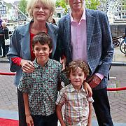 NLD/Amsterdam/20110731 - Premiere circus Hurricane met Hans Klok, Martine Bijl, partner Berend Boudewijn en kleinkinderen (waarschijnlijk Bruno,Felix)