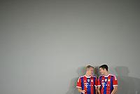 Fotball<br /> Tyskland<br /> 09.08.2014<br /> Foto: Witters/Digitalsport<br /> NORWAY ONLY<br /> <br /> v.l. Bastian Schweinsteiger, Robert Lewandowski<br /> Fussball, FC Bayern München, Fototermin 2014