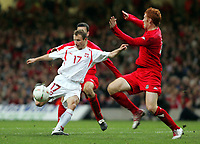 Fotball<br /> VM-kvalifisering<br /> Wales v Polen<br /> 13.10.2004<br /> Foto: SBI/Digitalsport<br /> NORWAY ONLY<br /> <br /> Wales v Poland. FIFA World Cup European Qualifying Group Six. Millenium Stadium. 13/10/2004.<br /> <br /> Polands Tomasz Frankowski scores Polands first goal against Wales