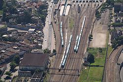 Trens partindo da Central do Brasil, no Rio de Janeiro / Trains leaving Brasil's Central Station, at Rio de Janeiro.