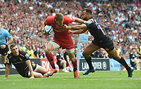 Rugby Union - 2019 Gallagher Premiership Final - Exeter Chiefs vs Saracens<br /><br />Saracens' Liam Williams evades Exeter's Tom O'Flaherty to score their third try, at Twickenham Stadium.  <br /><br />COLORSPORT / ALAN WALTER