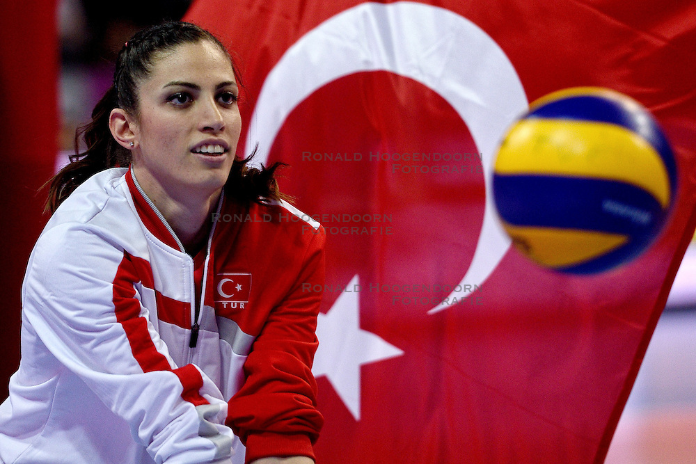 09-01-2016 TUR: European Olympic Qualification Tournament Turkije - Italie, Ankara<br /> De strijd om de tweede Japan ticket wordt gewonnen door Italie. Turkije verliest in de 5de set met 13-15 / Bahar Toksoy Guidetti #8 of Turkey