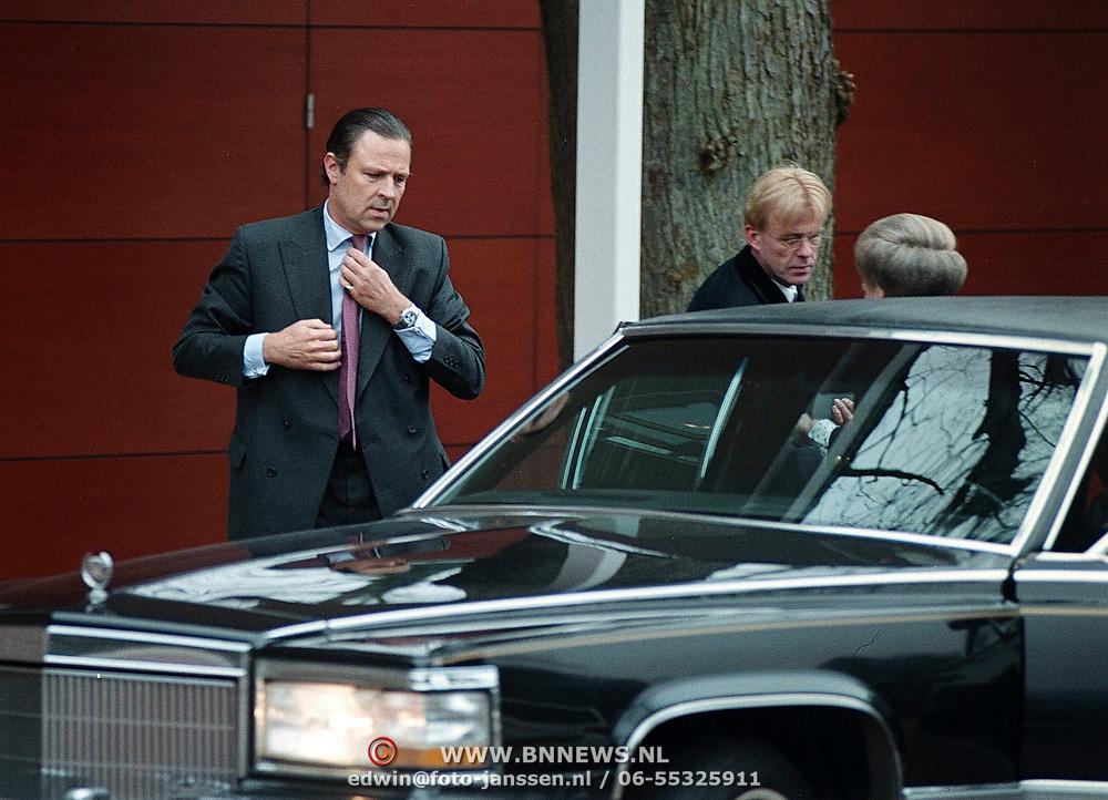 Begrafenis vader jaap de Hoop Scheffer, waarschijnlijk broer