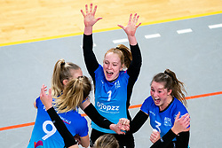 Team Zwolle celebrate with Daantje Vennik of Zwolle, Bjorn Gras of Zwolle before the first league match between Djopzz Regio Zwolle Volleybal - Laudame Financials VCN on February 27, 2021 in Zwolle.