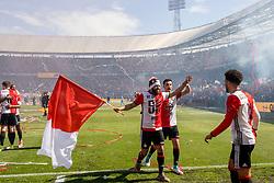 14-05-2017 NED: Kampioenswedstrijd Feyenoord - Heracles Almelo, Rotterdam<br /> In een uitverkochte Kuip pakt Feyenoord met een 3-0 overwinning het landskampioenschap / Bilal Basacıkoglu #14, Mo el Hankouri #40, Tonny Vilhena #10