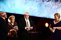 Idrett , 4. januar 2014 , Idrettsgalla 2014 for kalenderåret 2013 , <br /> Statsminister Erna Solber deler ut prisen årest Iidsjel til dugnadsgjengen Knyken