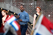 Bevrijdingsconcert - 5 mei-concert op de Amstel, Amsterdam. // Liberation Concert - 5 May concert on the Amstel<br /> <br /> Op de foto:   CB Milton