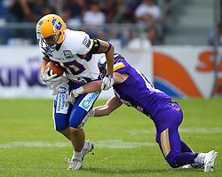 19.06.2016, FAC Stadion, Wien, AUT, AFL, AFC Vienna Vikings vs Projekt Spielberg Graz Giants, im Bild Patrick Ehmann (Projekt Spielberg Graz Giants, WR, #80) und Maximilian Zangl (Vienna Vikings) // during the AFL game between AFC Vienna Vikings vs Projekt Spielberg Graz Giants at the FAC Stadion, Vienna, Austria on 2016/06/19. EXPA Pictures © 2016, PhotoCredit: EXPA/ Thomas Haumer