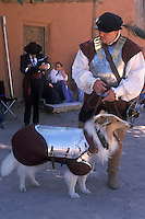 EEUU. Nuevo México. Santa Fe<br /> Un hombre y un perro disfrazados de conquistadores españoles en el Festival de la Primavera en el Rancho de las Golondrinas<br /> <br /> USA. New Mexico. Santa Fe<br /> A man and a dog with Spanish conquerors costumes at the Spring Festival at Las Golondrinas Ranch<br /> <br /> © JOAN COSTA