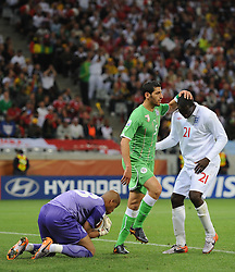 18.01.2010, Green Point Stadium, Cape Town, RSA, FIFA WM 2010, England (ENG) vs Algeria (ALG), im Bild Emile Heskey of England with Rafik Halliche of Algeria after he fails to latch onto a loose ball. EXPA Pictures © 2010, PhotoCredit: EXPA/ IPS/ Marc Atkins / SPORTIDA PHOTO AGENCY