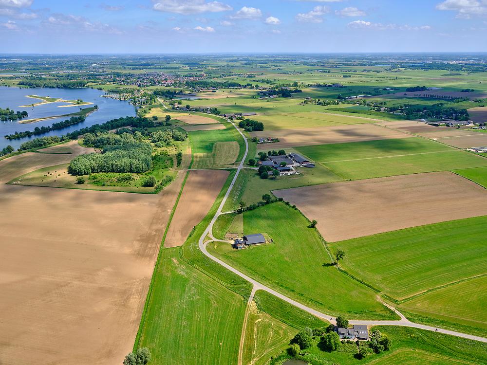 Nederland, Gelderland, Maurik, 27-05-2020; Rijnbandijk, tussen Rijswijk en Maurik. Na het hoogwater van 1995 is de dijk versterkt en verbeterd.<br /> Rhine winterdyke. After the flood of 1995, the dike was strengthened and improved.<br /> <br /> luchtfoto (toeslag op standaard tarieven);<br /> aerial photo (additional fee required)<br /> copyright © 2020 foto/photo Siebe Swart