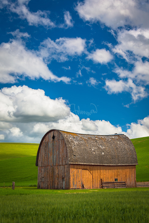 Old barn building in the agricultural Palouse area of eastern Washington state.