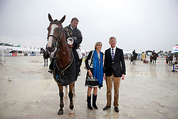 Van Der Schans Wout Jan (NED) - Eurocommerce Sacramento congratulated by Minister of Defence Pieter De Crem and the major of Aalst Ilse Uyttersprot<br /> Winner of the Grand Prix BMW Aalst 2011<br /> © Dirk Caremans