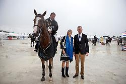 Van Der Schans Wout Jan (NED) - Eurocommerce Sacramento congratulated by Minister of Defence Pieter De Crem and the major of Aalst Ilse Uyttersprot<br /> Winner of the Grand Prix BMW Aalst 2011<br /> © Dirk Caremans