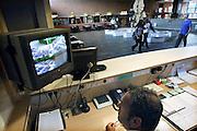 Nederland, Nijmegen, 5-9-2008Concierge kijkt naar monitor met beelden van beveiligingscamera's op een middelbare school.Foto: Flip Franssen/Hollandse Hoogte