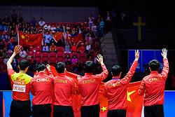May 6, 2018 - Halmstad, SVERIGE - 180506 Kinas spelare och ledare tackar publiken efter herrarnas final mellan Tyskland och Kina under dag 8 av Lag-VM i Bordtennis den 6 maj 2018 i Halmstad  (Credit Image: © Carl Sandin/Bildbyran via ZUMA Press)
