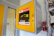 Nederland, Gendt, 19-7-2008In de kantine van een sportvereniging hangt een defibrillator voor eerste hulp bij een hartaanval.Foto: Flip Franssen