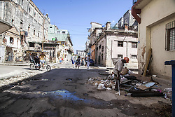 November 23, 2016 - Havana, Cuba - A man seeks into garbage and rubish in Havana, Cuba, on 23 November 2016. (Credit Image: © Alvaro Fuente/NurPhoto via ZUMA Press)