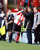 Photo: Leigh Quinnell.<br /> Brentford v Huddersfield Town. Coca Cola League 1. 21/01/2006. Brentford boss Martin Allen gives goalscorer Lloyd Owusu some tactics.