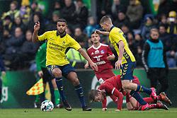 Anis Slimane og Morten Frendrup (Brøndby IF) foran en liggende Kasper Enghardt (Lyngby BK) under kampen i 3F Superligaen mellem Brøndby IF og Lyngby Boldklub den 1. marts 2020 på Brøndby Stadion (Foto: Claus Birch).