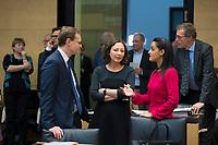 DEU, Deutschland, Germany, Berlin, 16.12.2016: V.l.n.r. Michael Müller (SPD), Regierender Bürgermeister von Berlin, die Berliner Wirtschaftssenatorin Ramona Pop (B90/Die Grünen), Staatssekretärin Sawsan Chebli, bei einer Sitzung im Bundesrat.