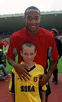 Thierry Henry with the Arsenal mascot. Sunderland 1:0 Arsenal. FA Premiership,19/8/2000. Credit Colorsport / Stuart MacFarlane.
