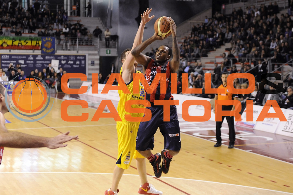 DESCRIZIONE : Ancona Lega A 2012-13 Sutor Montegranaro Angelico Biella<br /> GIOCATORE : Russell Robinson<br /> CATEGORIA : tiro<br /> SQUADRA : Angelico Biella<br /> EVENTO : Campionato Lega A 2012-2013 <br /> GARA : Sutor Montegranaro Angelico Biella<br /> DATA : 02/12/2012<br /> SPORT : Pallacanestro <br /> AUTORE : Agenzia Ciamillo-Castoria/C.De Massis<br /> Galleria : Lega Basket A 2012-2013  <br /> Fotonotizia : Ancona Lega A 2012-13 Sutor Montegranaro Angelico Biella<br /> Predefinita :