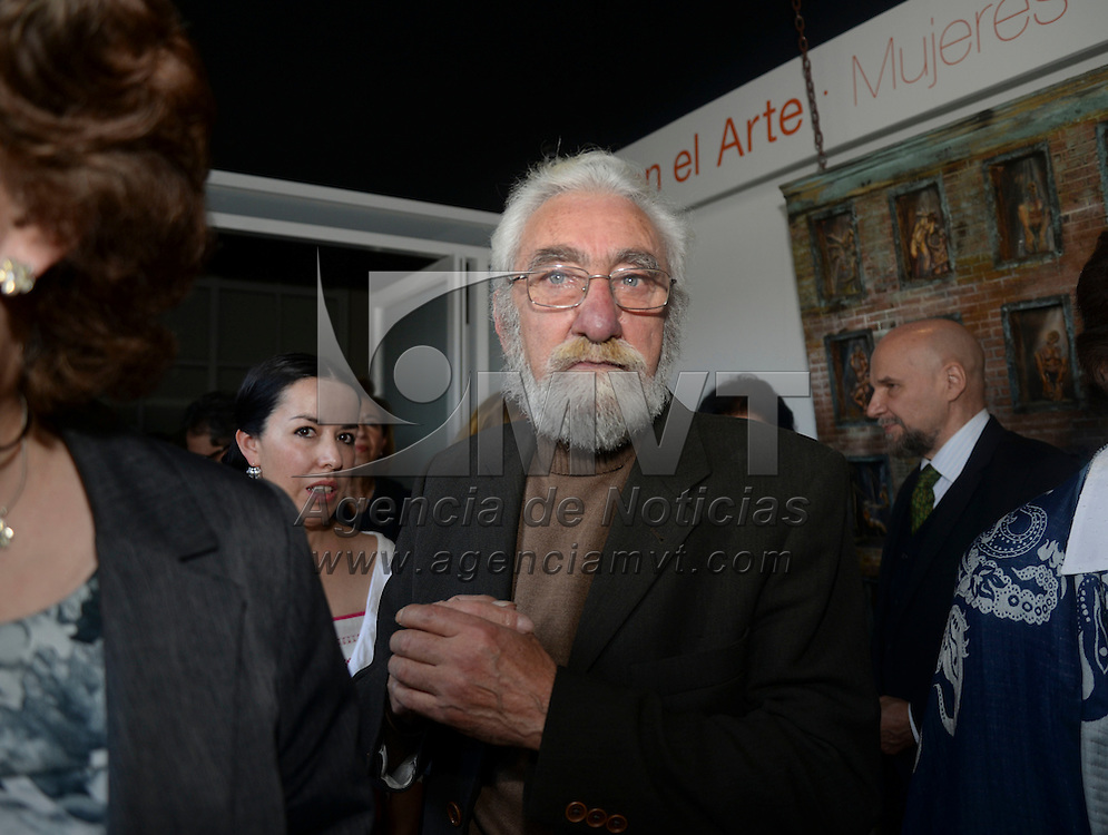 Toluca, México.- El artista plástico Fernando Cano durante el segundo informe de labores del rector de la UAEM,  Jorge  Olvera García.  Agencia MVT / Crisanta Espinosa