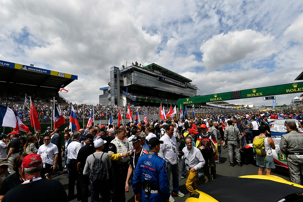 pre-race, grid walk, atmosphere<br /> Saturday 16 June 2018<br /> 24 Hours of Le Mans<br /> 2018 24 Hours of Le Mans<br /> Circuit de la Sarthe  FR<br /> World Copyright: Scott R LePage