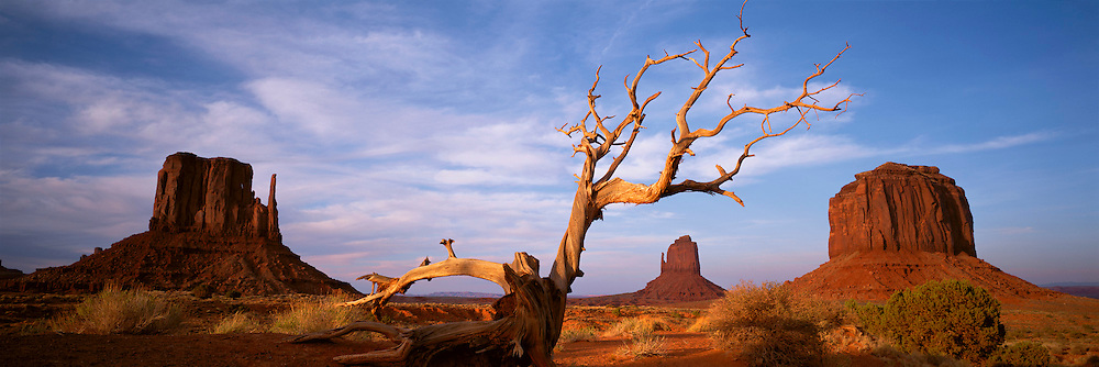 ARIZONA, MONUMENT VALLEY spectacular sandstone buttes
