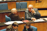 05 FEB 1998, BONN/GERMANY:<br /> Helmut Kohl, CDU, Bundeskanzler, und Norbert Blüm, CDU, Bundesarbeitsminister, Debatte über Nichtraucherschutz im Deutschen Bundestag, IMAGE: 19980205-03/02-08<br />  <br />  <br />  <br /> KEYWORDS: Bluem