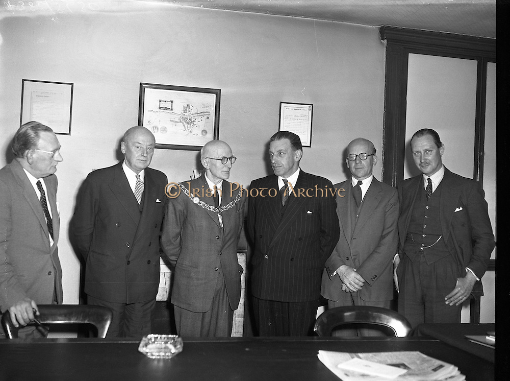 28/05/1957<br /> 05/28/1957<br /> 28 May 1957<br /> <br /> Special for Chamber of Commerce Journal - Chamber of Commerce Meeting J.W. Gallagher President of Dublin Chamber of Commerce Third from left